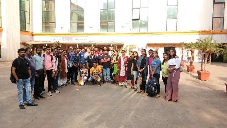 अभिनय कार्यशाळेतील विद्यार्थी.रविंद्रनाट्य मंदिर,दादर.